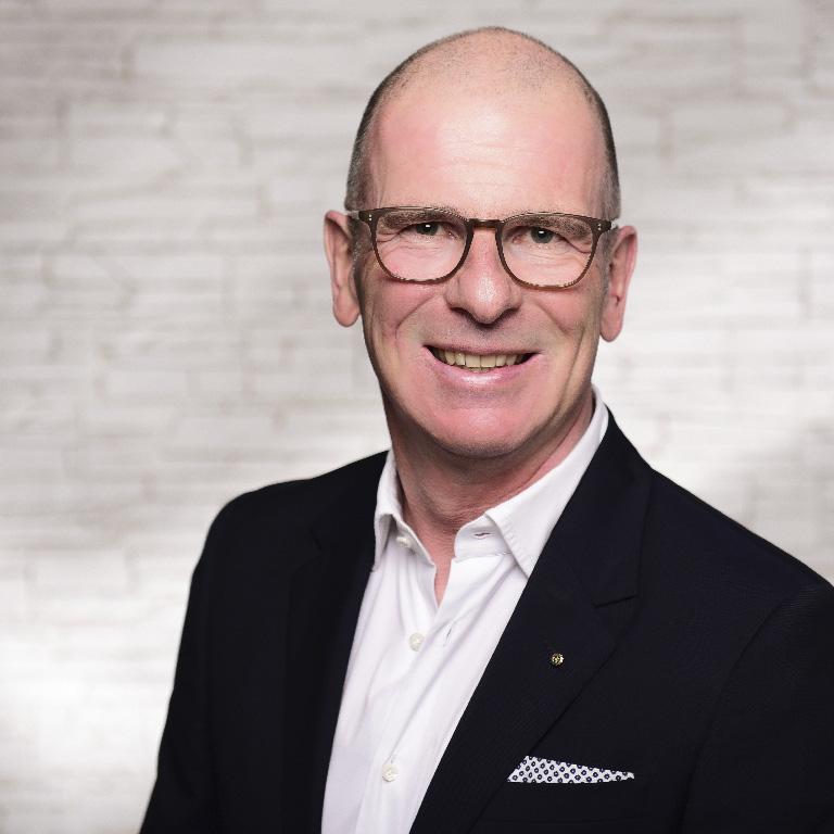 Dr. Nils Borchers